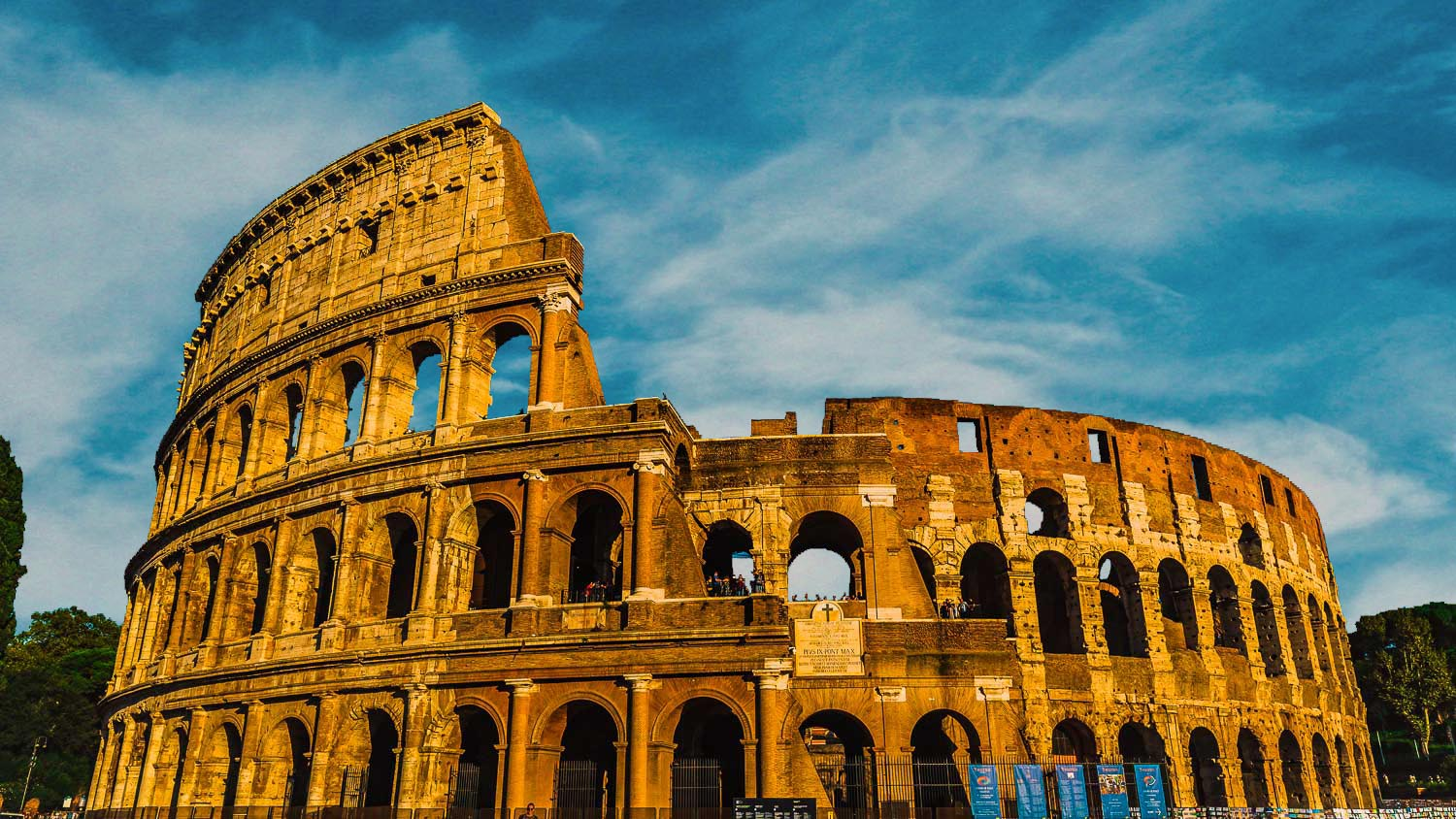The-Colosseum-the-simbol-of-Rome-you-cant-miss-to-visit-in-Rome-in-winter